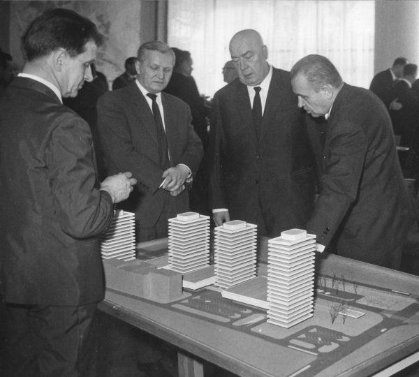 Józef Cyrankiewicz (drugi od prawej), lata 60. XX w.