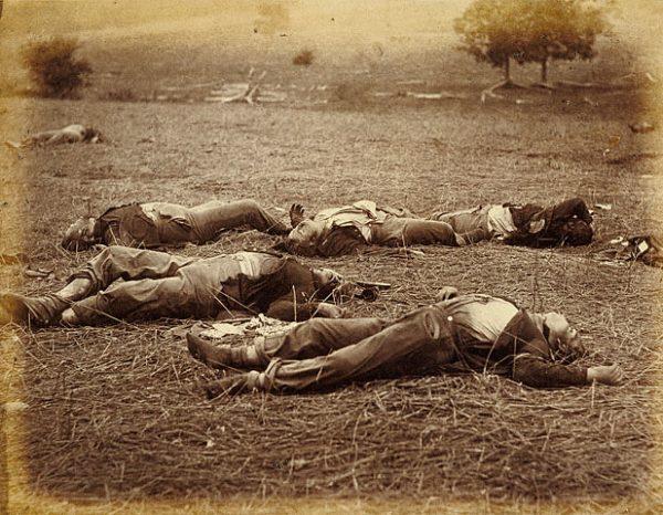 Po bitwie na polu walki zostały tysiące ciał