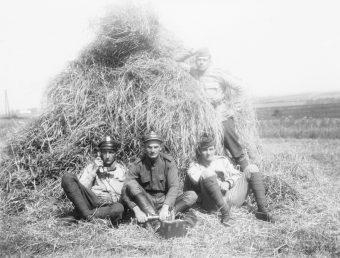 Jak 100 lat temu uczono polskich rekrutów przetrwania w terenie?