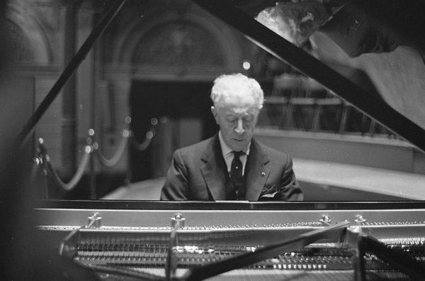 Rubinstein podczas koncertu w 1962 roku.