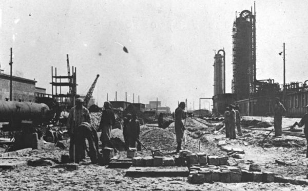 Hitler wydał rozkaz niszczenia niemieckich fabryk, by nie dostały się w ręce wroga.