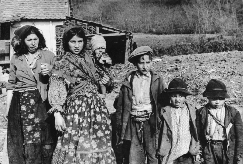 500 tysięcy zamordowanych Romów i Sinti to prawdopodobnie bardzo zaniżona statystyka. Zabitych ludzi należących do tych narodowości mogło być podczas II wojny światowej nawet 7,5 miliona.