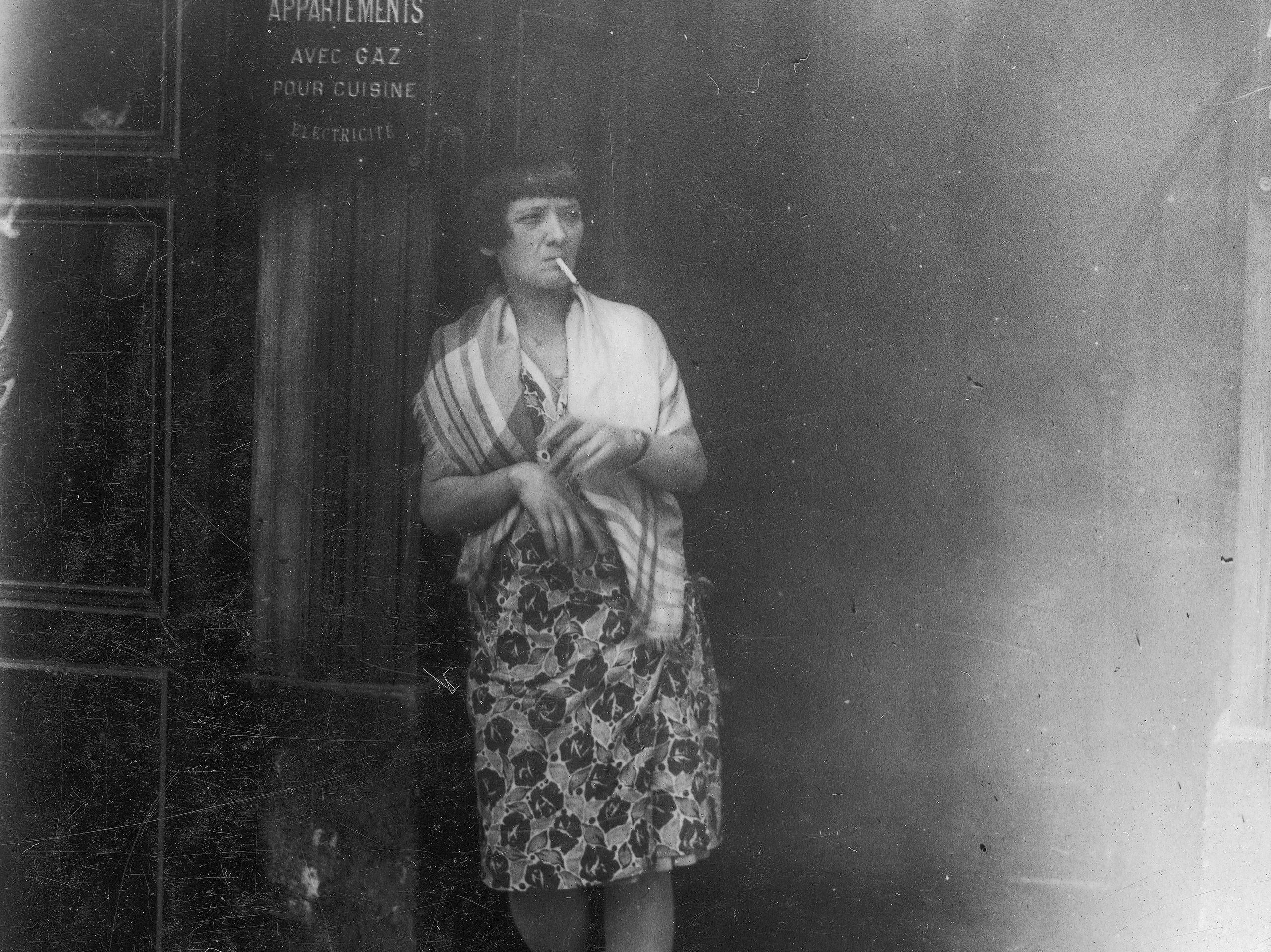 Od najdawniejszych czasów armie starały się formalizować działania prostytutek, które podążały za frontem.