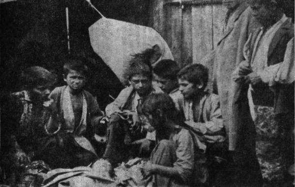 Romskie dzieci w obozie zagłady w Bełżcu