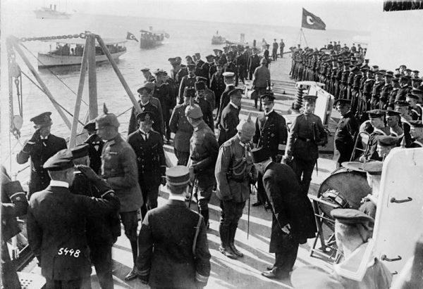 Wilhelm II na pokładzie Goebena w Konstantynopolu