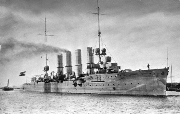 Drugą jednostką był równie szybki krążownik lekki SMS Breslau o wyporności 4,5 tys. ton, wyposażony w 12 dział kalibru 105 mm.