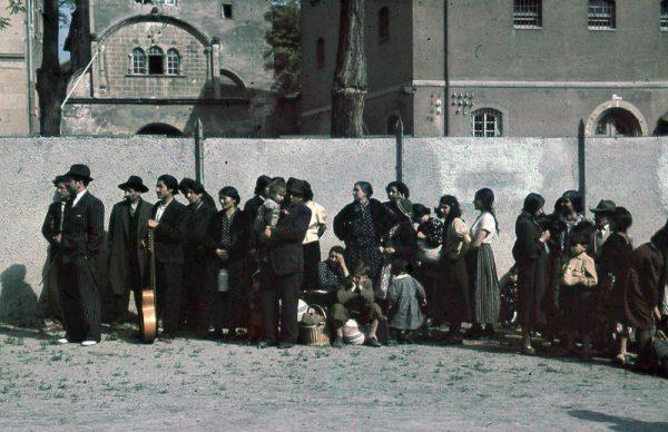 Romowie i Sinti przed deportacją z Asperg w maju 1940 roku