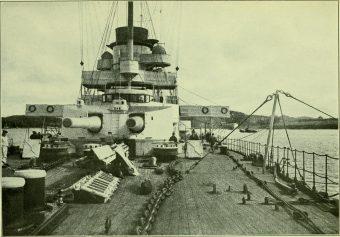 Trzonem dywizjonu był potężny krążownik liniowy SMS Goeben. Ten wypierający 23 tys. ton i uzbrojony w 10 dział kalibru 280 mm kolos potrafił osiągać prędkość 28 węzłów. To wszystko czyniło go największym i najszybszym okrętem swojej klasy na Morzu Śródziemnym.