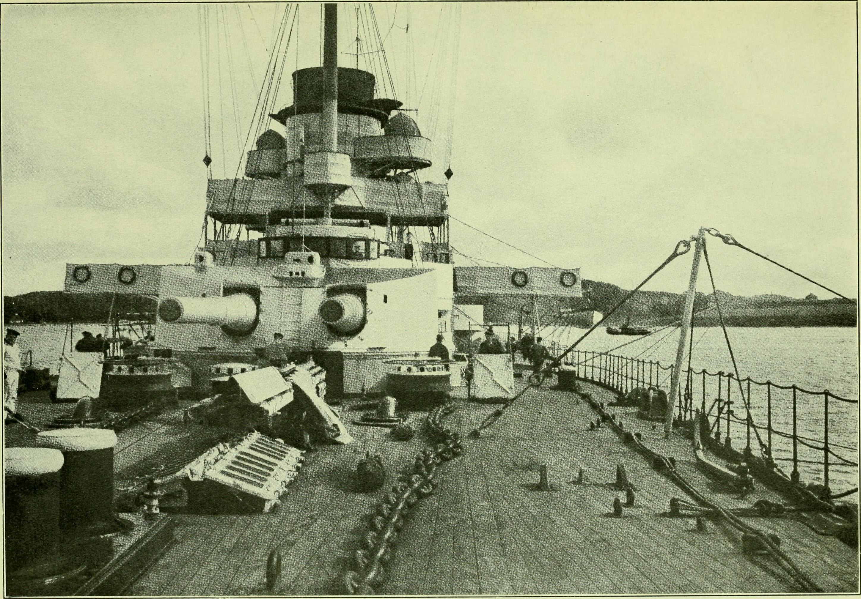 . Trzonem dywizjonu był potężny krążownik liniowy SMS Goeben. Ten wypierający 23 tys. ton i uzbrojony w 10 dział kalibru 280 mm kolos potrafił osiągać prędkość 28 węzłów. To wszystko czyniło go największym i najszybszym okrętem swojej klasy na Morzu Śródziemnym.