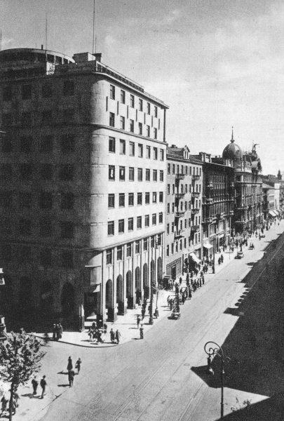 Gmach centrali PKO w Warszawie na skrzyżowaniu ul. Marszałkowskiej i Świętokrzyskiej w 1939 roku.