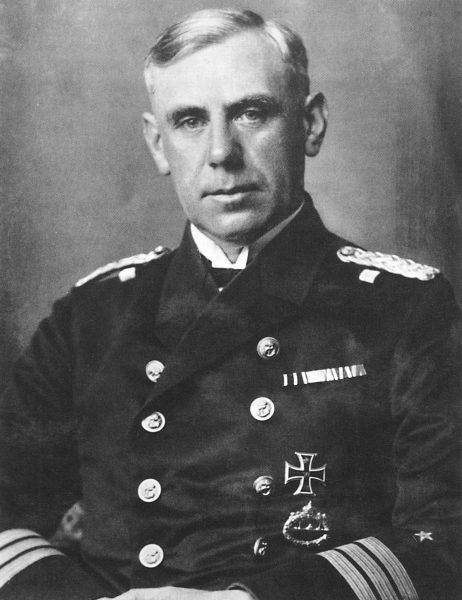 """Podczas różnych towarzyskich okazji Halina Szymańska poznała Wilhelma Canarsisa – niewysokiego, szczupłego admirała, który budził w niej uczucie """"sympatii i zaufania""""."""