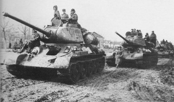 Radzieckie czołgi T-34 na stepach Ukrainy w 1944 roku