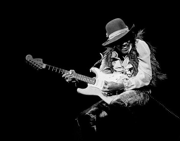 Tak jak jego zdolności muzyczne, tak szczegóły śmierci Hendrixa pozostają niesamowite.