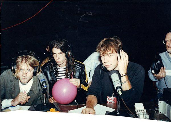 Momentalnie ogłoszono, że Kurt Cobain popełnił samobójstwo, strzelając sobie w głowę ze strzelby.