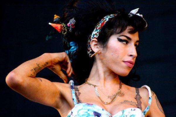 Praktycznie żadnych wątpliwości nie ma natomiast w związku ze śmiercią najmłodszej członkini Klubu 27, Amy Winehouse.