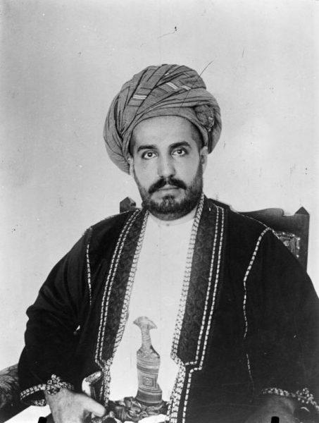 Khalid bin Barghash Al-Busaid, widząc, co okręty brytyjskie robią z Zanzibarem, postanowił uciekać do konsulatu Niemiec, gdzie zapewniono mu schronienie