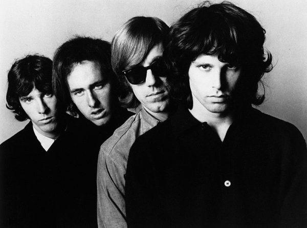 Jim Morrison z grupą The Doors w 1966 roku