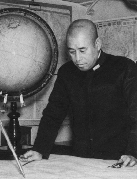 Depesze zapowiadały wizytę inspekcyjną admirała Isoroku Yamamoto, głównodowodzącego floty japońskiej. Był on twórcą wielu sukcesów floty cesarskiej w pierwszej fazie wojny na Pacyfiku