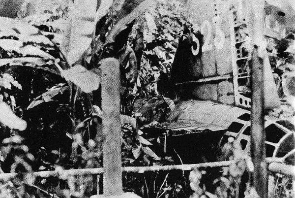 Admirał Yamamoto miał pecha. Był w pierwszym samolocie. Jego ciało znaleziono w dżungli przy rozbitej maszynie.