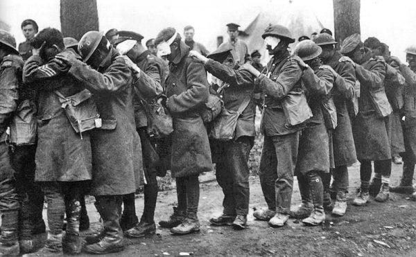 Brytyjscy żołnierze oślepieni gazem