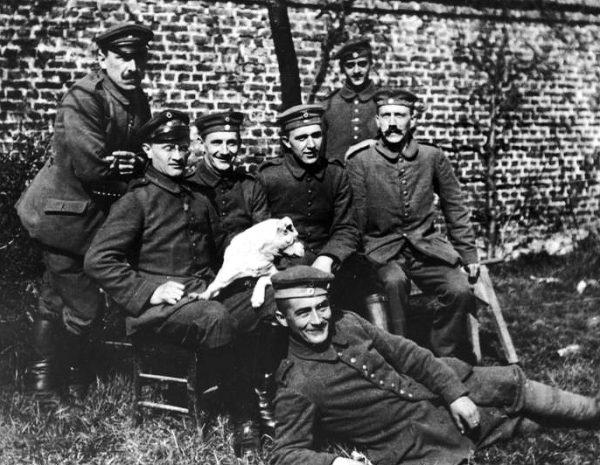 To właśnie iperytem porażony został Adolf Hitler, kiedy w nocy z 13 na 14 października Brytyjczycy ostrzelali stacjonujące we Flandrii wojska niemieckie.