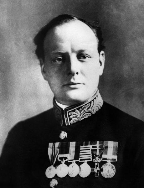 Na taki obrót spraw zdawał się tylko czekać Churchill. Pierwszy lord Admiralicji, choćby tylko z racji piastowanego urzędu, był wielkim zwolennikiem wykorzystania samych okrętów w planowanej akcji dardanelskiej.