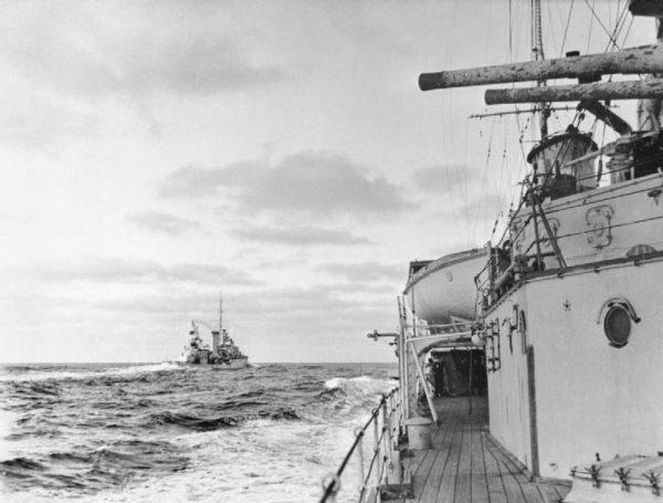 Znajdował się w okolicach Urugwaju, kiedy doszło do słynnej bitwy u ujścia La Platy. Graf Spee stoczył potyczkę z brytyjskimi krążownikami HMS Exeter, HMS Ajax i HMS Achilles.