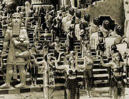 W eposie babilońskim i asyryjskim Gilgamesz z lęku przed śmiercią wyruszył w poszukiwaniu nieśmiertelności.