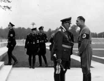 """Gdy Hess, druga osoba w NSDAP, zapytał swego Führera, czy ten nadal chciałby pokoju z Wielką Brytanią, tak jak pisał w """"Mein Kampf"""", ten odpowiedział, że owszem."""