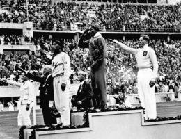 Najczęściej mówi się o nim w kontekście igrzysk olimpijskich w Berlinie. Wspomina się, jak utarł wówczas nosa nazistom.