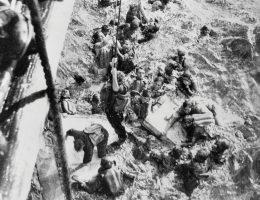 """Rozbitkowie z """"Bismarcka"""". Okręt zatonął podczas pierwszego rejsu bojowego"""