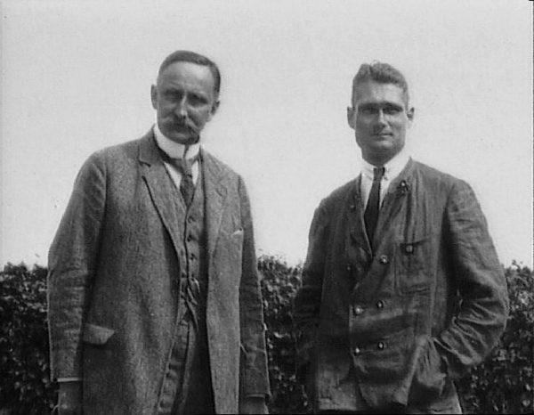 Brytyjskiego pilota cenił zaś uniwersytecki mentor Hessa, Karl Haushofer