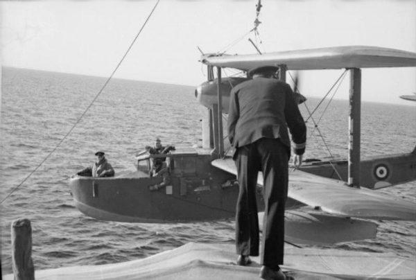"""Kluczową rolę odegrały jednak samoloty z lotniskowców, które odnalazły """"Bismarcka"""" i przeprowadzały ataki torpedowe jeszcze spowolniające okręt."""