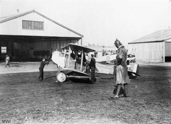 Sytuacja zmieniła się dopiero w sierpniu. Większa aktywność myśliwców Royal Flying Corps (poprzednika RAF-u) oraz ostrzał coraz skuteczniejszej artylerii przeciwlotniczej spowodowały w końcu, że Turecki Krzyż mógł nękać wyspiarzy tylko nocą.
