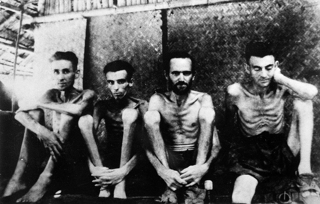 Australijscy i holenderscy jeńcy w obozie jenieckim Changi w Singapurze
