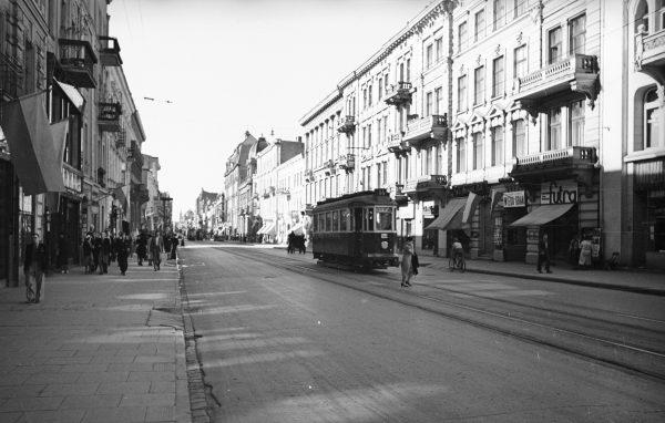Wskutek rozwoju przemysłu rozwinęła się także sama Łódź. W ciągu mniej niż 100 lat – od 1820 do 1914 roku – populacja miasta wzrosła do ponad 474 tysięcy!