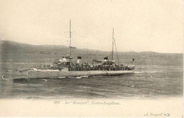 Opinię publiczną bardziej zajmowała historia uratowania przez von Müllera rozbitków zatopionego francuskiego niszczyciela Mousquet niż chwała posłania na dno rosyjskiego lekkiego krążownika Żemczug.