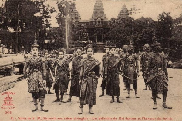 Tancerze khmerscy w Angkor Wat, lata 20. Domena publiczna.