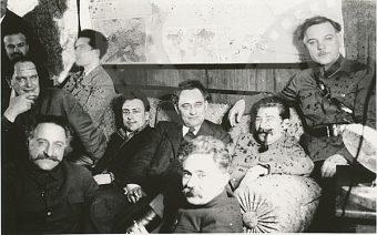 Józef Stalin nie tylko nałogowo pił alkohol, ale także zmuszał do spożywania napojów wyskokowych swoich partyjnych towarzyszy.