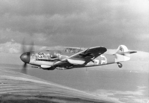 """Dwukrotnie staranował Messerschmitta Bf 109, choć twórcy maszyny uważali ją za """"niezniszczalną""""."""