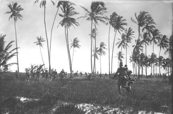 W efekcie żądlącego ataku żołnierze Albionu i kajzera szybko stworzyli pomieszaną masę, na którą cały czas spadały pociski brytyjskiej artylerii