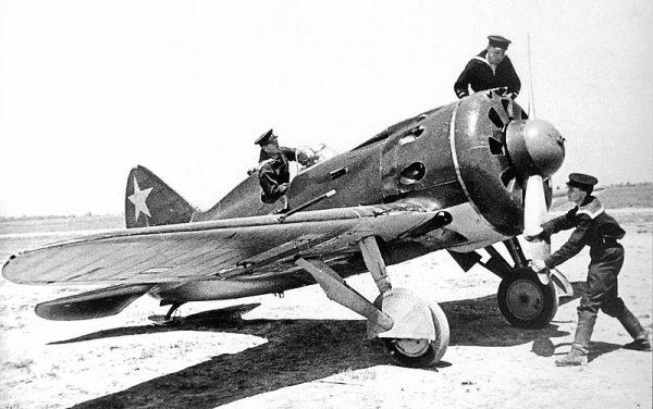 Możliwość zostania zawodowym pilotem pojawiła się dopiero w 1932 roku, gdy 18-letni Fiodorow rozpoczął służbę w Armii Czerwonej.