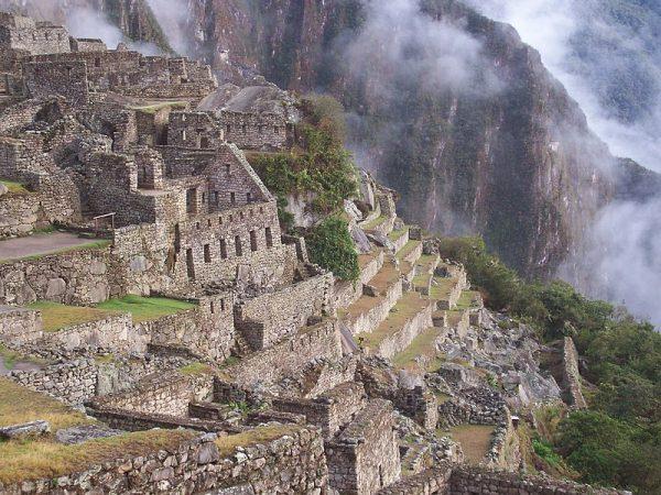 Miejsce to leżało trochę zbyt blisko Cuzco, by mogło stanowić stolicę Manco Inki, lecz kierowany ciekawością Bingham postanowił je zbadać.