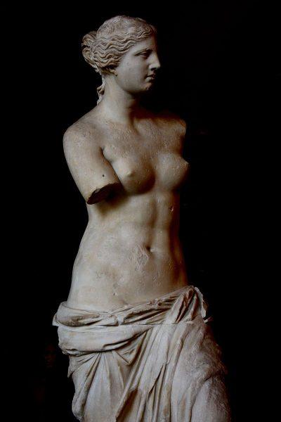 Być może to właśnie brak rąk sprawia, że ten przepięknie wykonany posąg budzi niesłabnące zainteresowanie